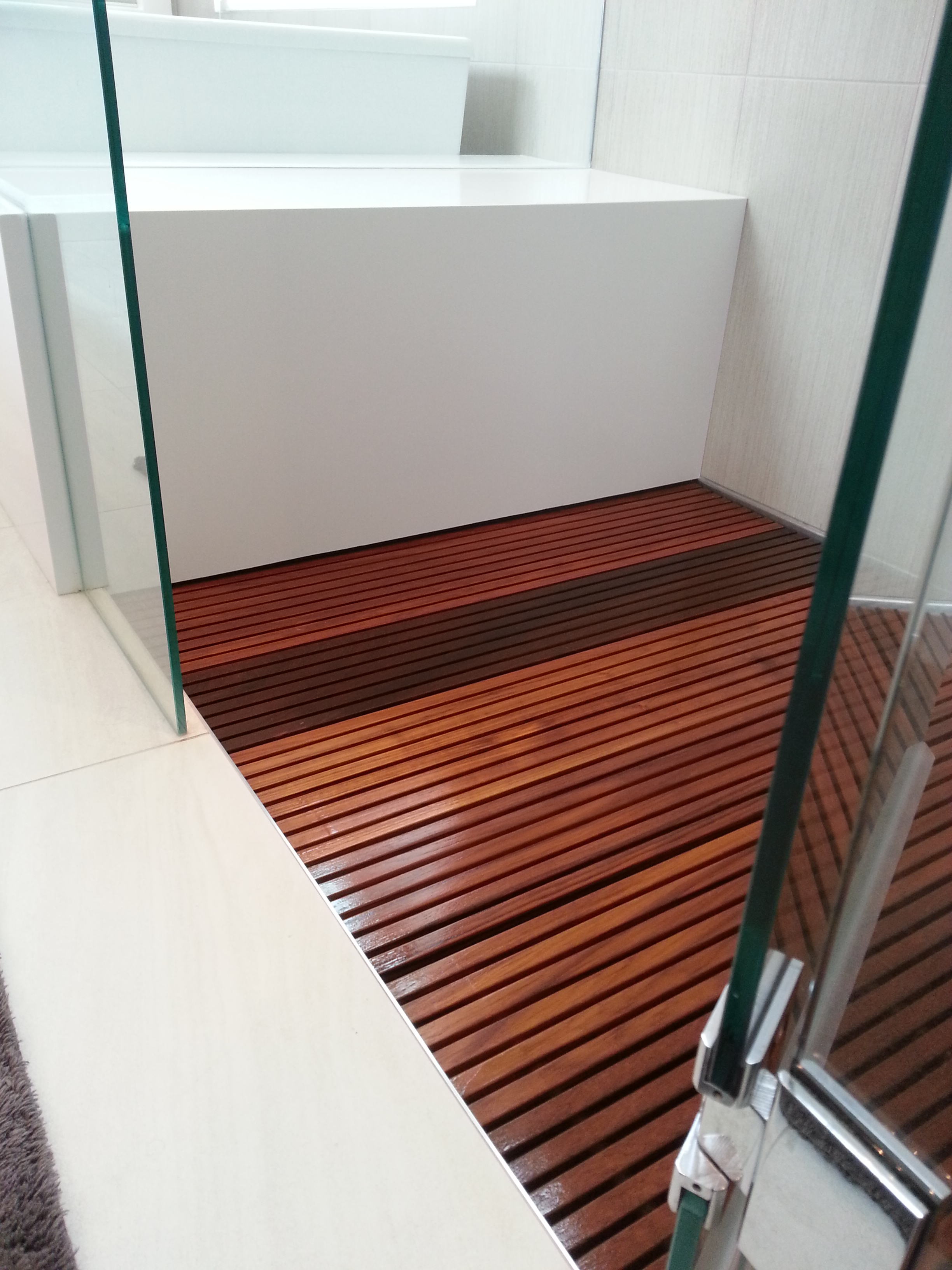 The shower floor is made up of 60 Teak boards.